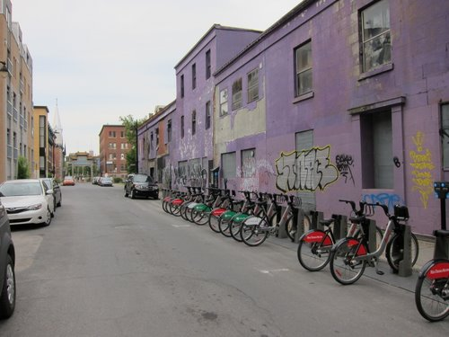 Bixi city bike rack near the Palais